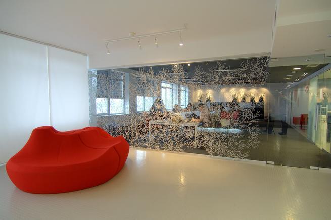 Szklane drzwi wewnętrzne i ściany. Aranżacje biur w szkle