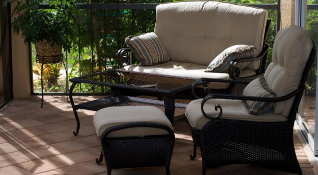 Piękne meble na taras to doskonały i prosty pomysł na balkon