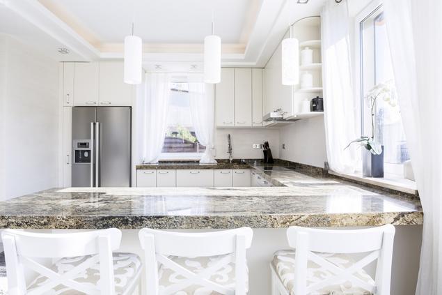 Zobacz Galerię Zdjęć Blat Granitowy W Białej Kuchni