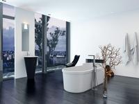 Łazienka na poddaszu – dwie aranżacje salonu kąpielowego na poddaszu