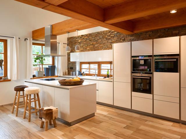 Kuchnia W Stylu Toskańskim Biel Drewno I Marmur W